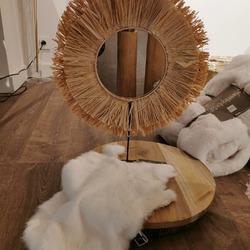 Envie d'un peu de déco ? Venez découvrir notre collection ambiance nature avec des paniers en rotin, un miroir spirale en bambou, les colliers en coquillages, les plats rond en rotin, des plaids uni 100%lin et bien d'autres produits 😊 N'hésitez pas si vous avez des questions 👍 @jlinedecoration #lesdecorsconseils #decorationinterieur #templeuveenpevele #projetsmaison #fetedesmeres #ideecadeau